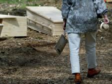 Materialen op kerkhof hard aan vervanging toe