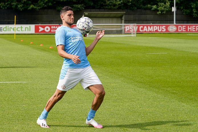 Maxi Romero tijdens de training van PSV.