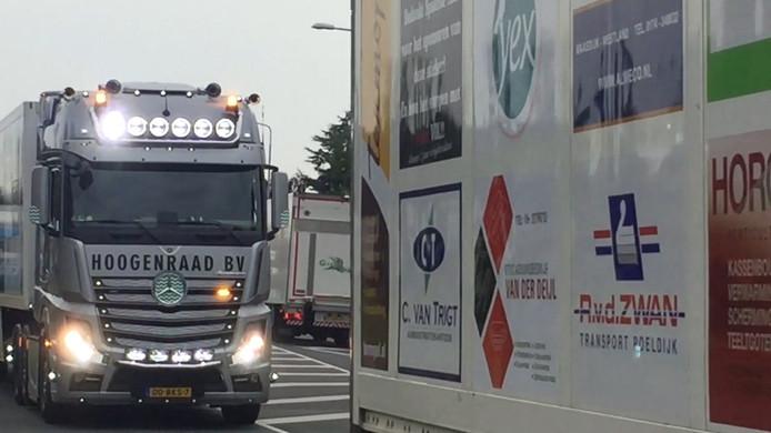 De vrachtwagens die naar Frankrijk rijden