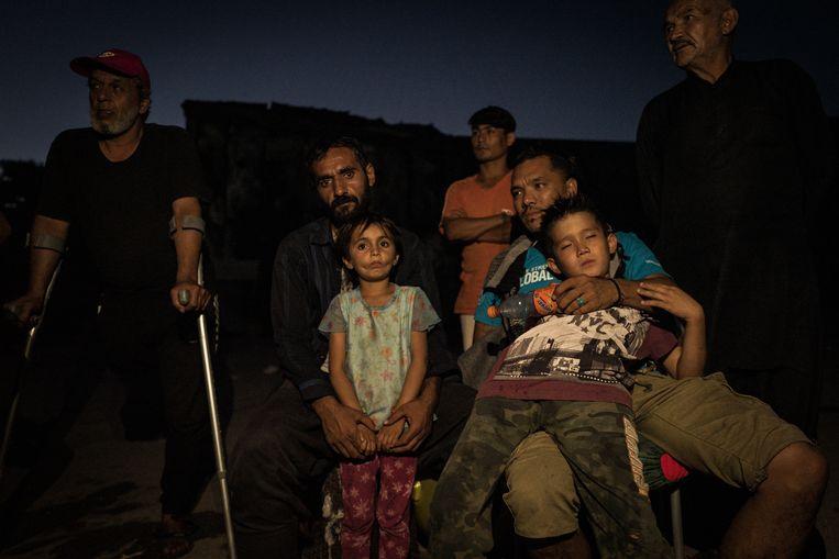 Syrische vluchtelingen bij het vluchtelingenkamp Moria op het Griekse eiland Lesbos.  Beeld Zolin Nicola