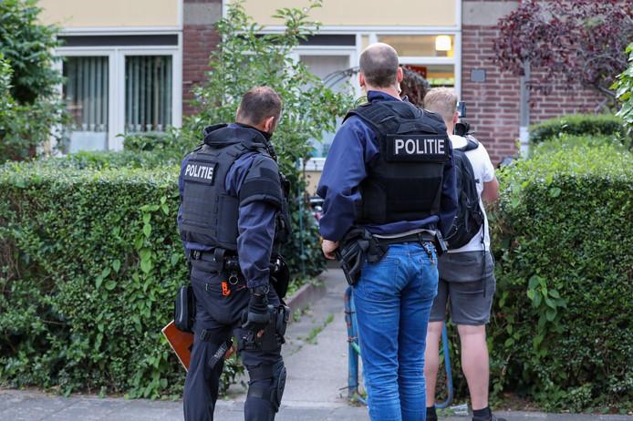 De politie deed in meerdere woningen invallen.