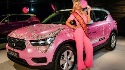 Miss België pikt draad weer op in knalroze bolide