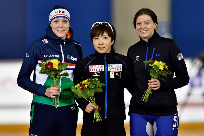 Nao Kodaira (JPN) wint ook de 1000 meter, links Jorien ter Mors , derde wordt Heather