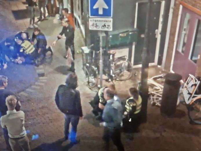 In het centrum van Harderwijk werden twee mannen aangehouden nadat ze een jas hadden gestolen.