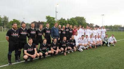 Foorkramers winnen in voetbalmatch van stadspersoneel