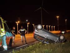 Vrouw slaat met auto over de kop op Burgemeester Letschertweg in Tilburg