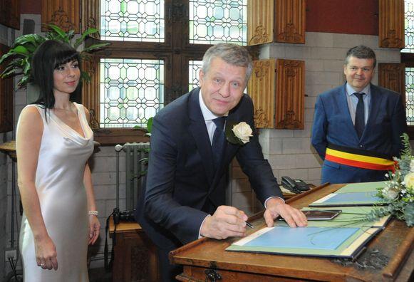 Schepen Koen Anciaux stapte twee jaar geleden in het huwelijksbootje met Marianne Festraets. Burgemeester Bart Somers voltrok het huwelijk.