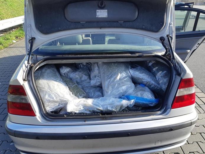 De kofferbak was tot aan de nok toe gevuld met drugs