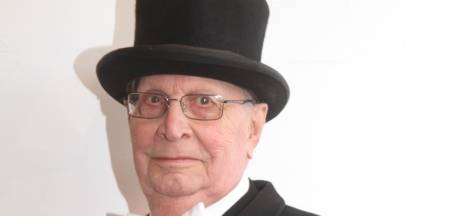 Het afscheid van Harrie Hendriks (95) uit Grave is soberder dan normaal, maar toch met vaandel en gildetrom