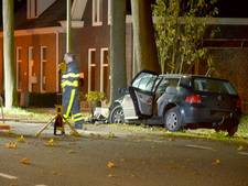 Steenbergenaar (28) ernstig gewond bij aanrijding tegen boom in Lepelstraat