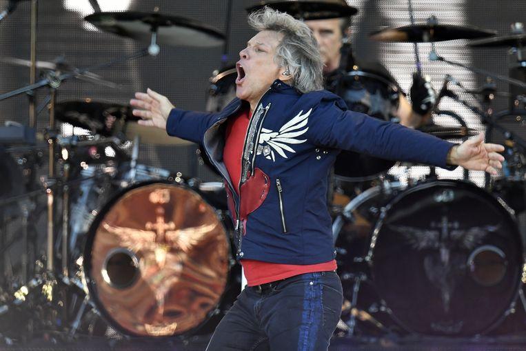 Jon Bon Jovi van rockband Bon Jovi tijdens hun concert woensdagavond in Zürich. Zondag staan ze op de wei van Werchter.