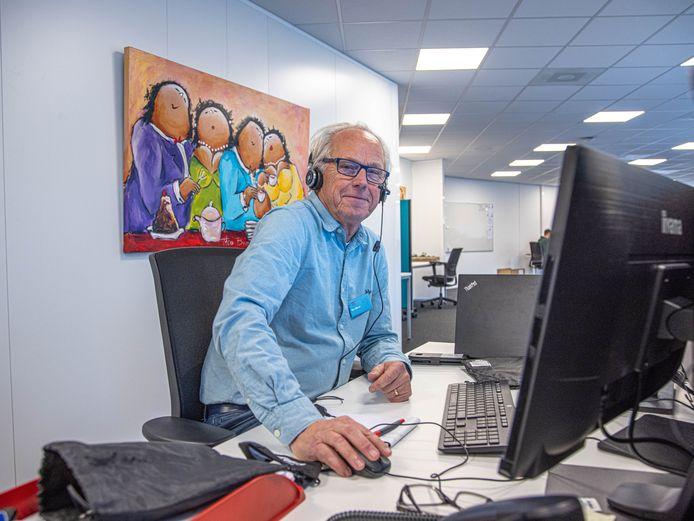 Pensionado Ben Nijboer wil zichzelf nuttig maken tijdens de coronacrisis en werkt nu bij de GGD.