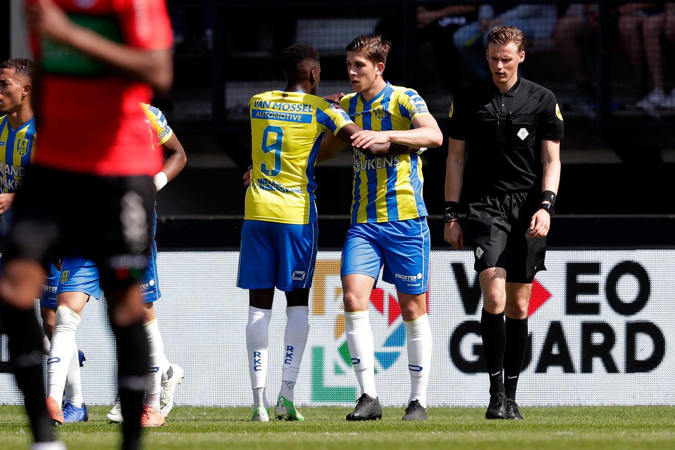 Darren Maatsen viert met Stijn Spierings diens doelpunt bij het competitieduel tussen NEC en RKC een paar weken geleden.