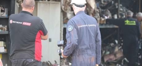 Speurhond zoekt mee naar antwoorden over brand in bedrijfspand Tilburg