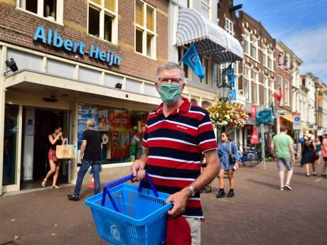 Drukke AH in Gouda laat minder mensen toe na klachten, roep om mondkapjes steeds luider
