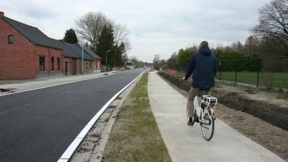 Nieuw wegdek en vrijliggende fietspaden tussen Soef en Wezelbaan
