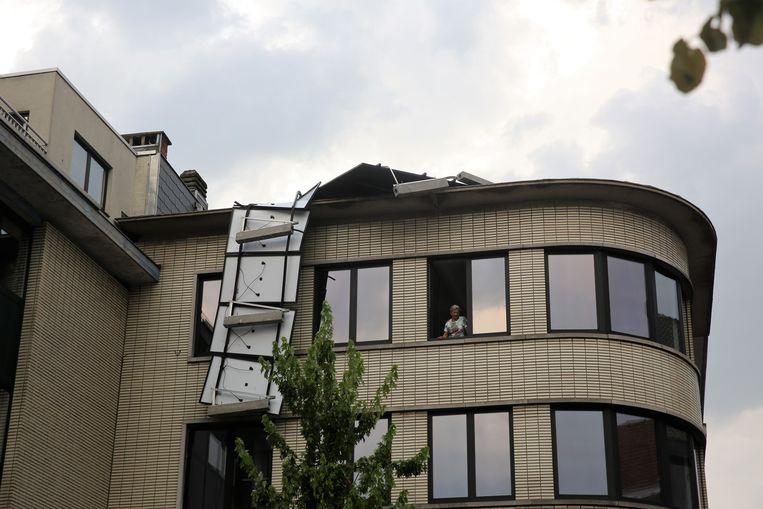 Op de Beestenmarkt waaiden de zonnepanelen weg van een appartementsgebouw.