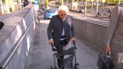 Uroloog Bo Coolsaet verschijnt met rollator aan rechtbank