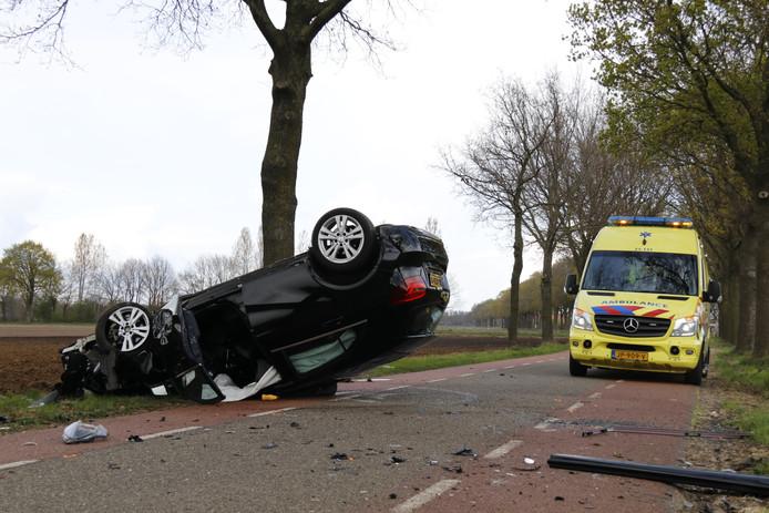 De auto na het ongeval bij Wanroij.