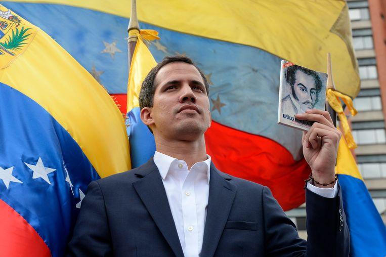 Parlementsvoorzitter Juan Guaidó roept zich uit tot president van Venezuela op woensdag.  Beeld AFP