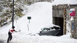 Noodweer gijzelt Europa: stormen en overvloedige sneeuw zorgen voor zware ravage, al zeker 12 doden