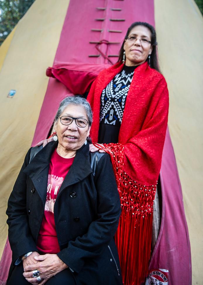 Indianenleidster Madonna Thunder Hawk is in Nederland, samen met haar dochter Marcella Gilbert. ,,Ik ben zo blij dat ik hier ben. Aan Nederland bewaar ik goede herinneringen.''