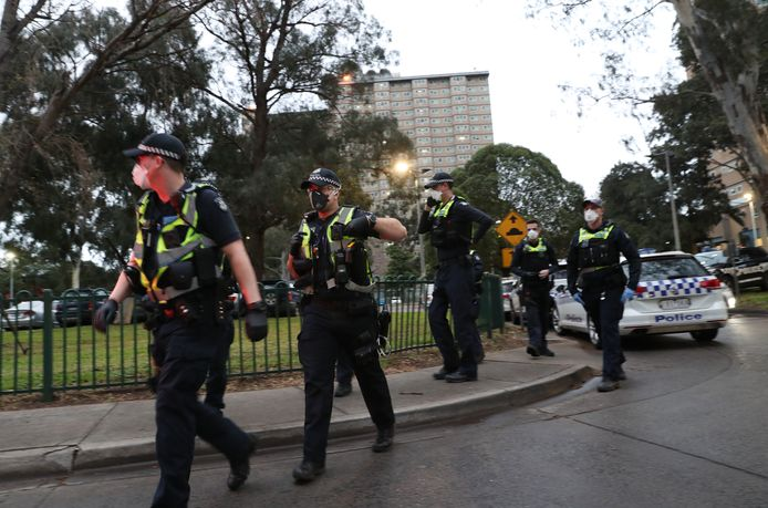 La police est déployée à Melbourne pour faire respecter le confinement.