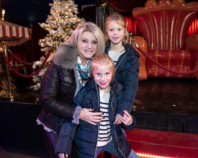 Joyce De Troch genoot samen met dochters Alexia en Adriana van de voorstelling.