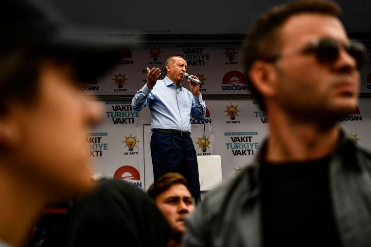 Erdogan riep zijn aanhangers gisteren op massaal te gaan stemmen.