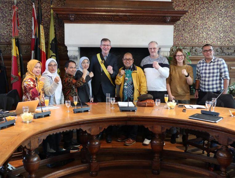 Een Indonesische delegatie kwam de vechtsport 'Pencak Silat' promoten op het gemeentehuis.
