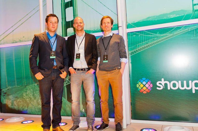 De oprichters van het Gentse softwarebedrijf Showpad : Louis Jonckheere, Pieterjan Bouten en Peter Minne houden.