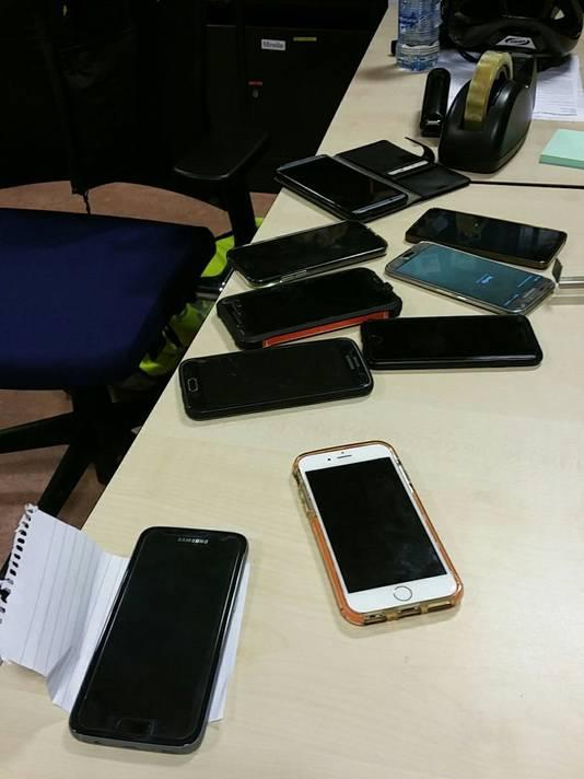 De gestolen telefoons.