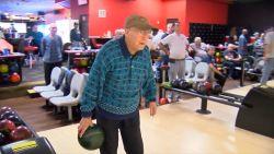 VIDEO. Bowler van 105 jaar wil  nog steeds beter worden