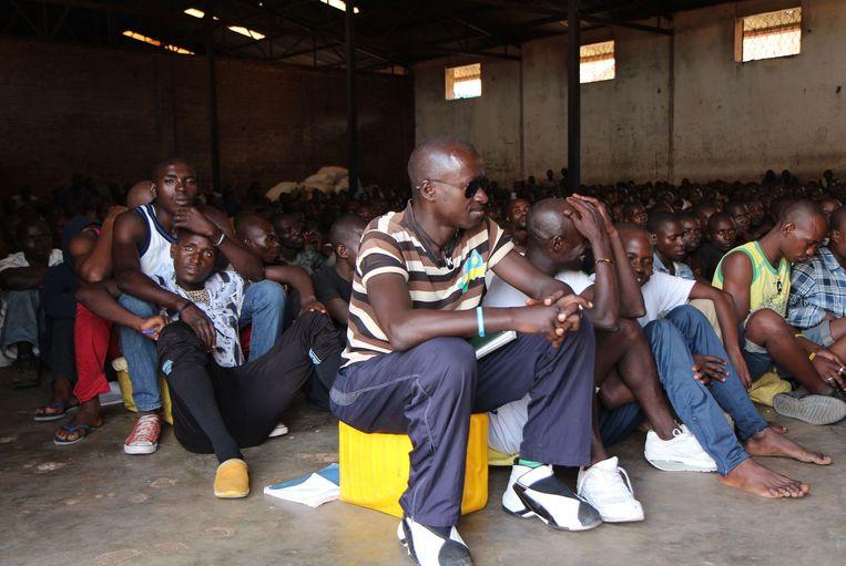 Rwandese mannen in het Gikondo Transit Center, waar HRW een rapport over publiceerde. Beeld afp