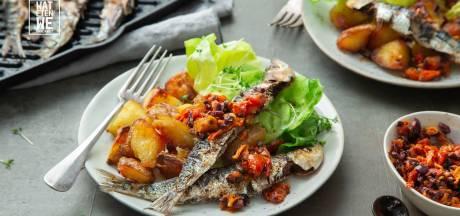 Wat Eten We Vandaag: Sardines met olijvensalsa en crispy aardappels