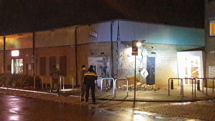 Politie en Explosieven Opruimingsdienst bij de plofkraak in de Hoge Vucht in Breda.