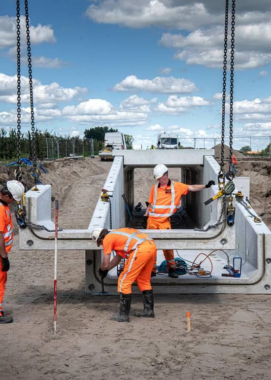 Nederland,,Deest,bergharen, 20-07  -2020  sand transport systeem tunnel.   foto /  Koen Verheijden.