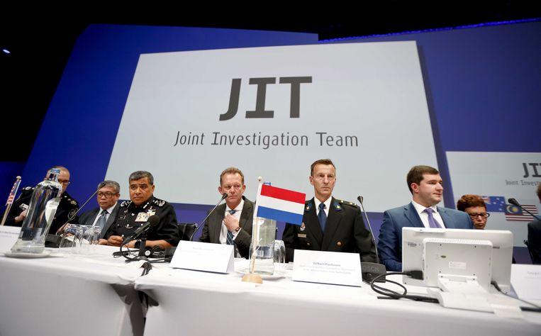 Leden van het JIT tijdens de presentatie van de eerste onderzoeksresultaten. Beeld ANP