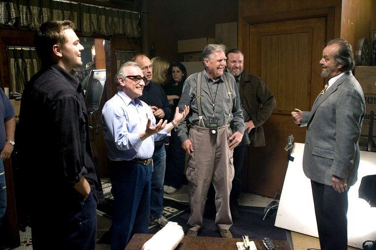 Michael Ballhaus (met bretels) bij de opnames van 'The Departed'. Beeld Hollandse Hoogte