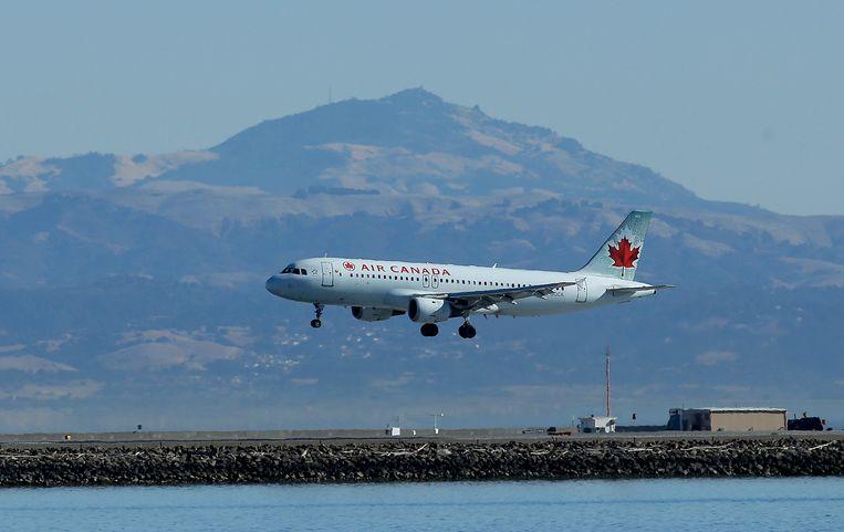 Archiefbeeld van een toestel van Air Canada dat landt op de luchthaven van San Francisco.