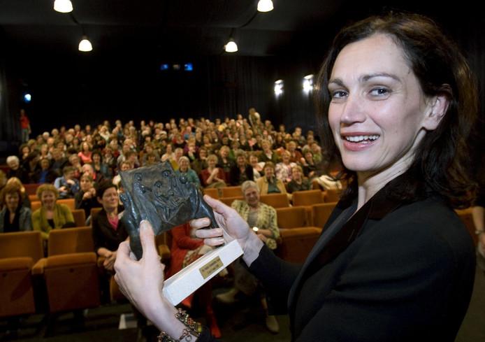 Hendrickx op het 28ste Nederlandse Festival Vrouwenfilms in Assen met de Trofeeprijs in 2008.