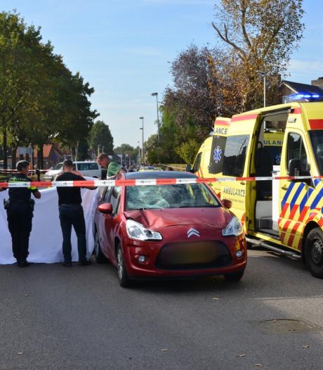 Vrouw meters meegesleurd door auto na aanrijding op zebrapad, bestuurder aangehouden