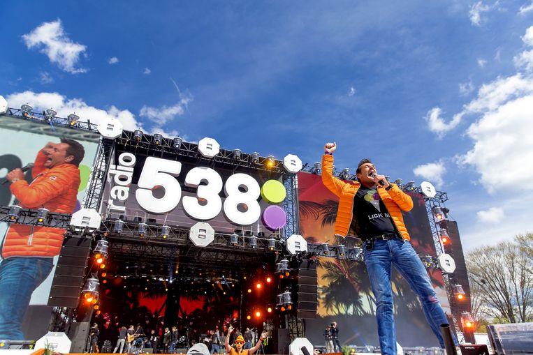 Gerard Joling treedt op tijdens het feest van Radio 538 op Koningsdag in Breda. Beeld anp