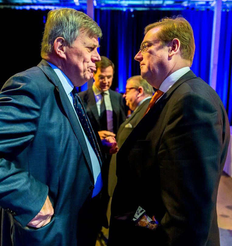 Oud-minister van Justitie en Veiligheid Ivo Opstelten (L) en opvolger Ard van der Steur bij het VVD-congres in 2015. Beeld null