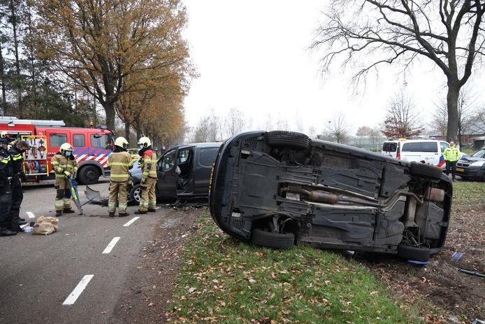Twee auto's zijn zondag op elkaar gebotst in Boekel.