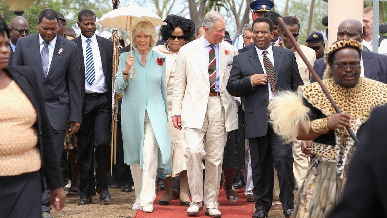 Koning Goodwill Zwelethini in het gezelschap van prins Charles en Camilla.