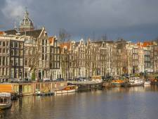 Man redt in Amsterdamse gracht gewaggelde dronkaard: 'Dit gaat niet goed'
