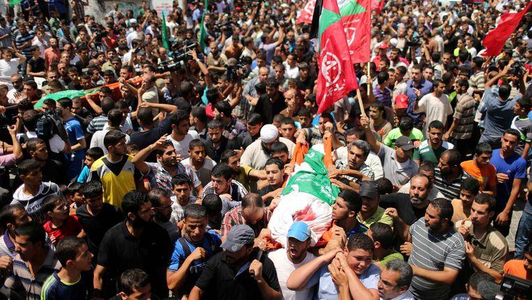 Palestijnen tijdens de begrafenis van de vrouw van Hamasleider Mohammed Deif in augustus vorig jaar.