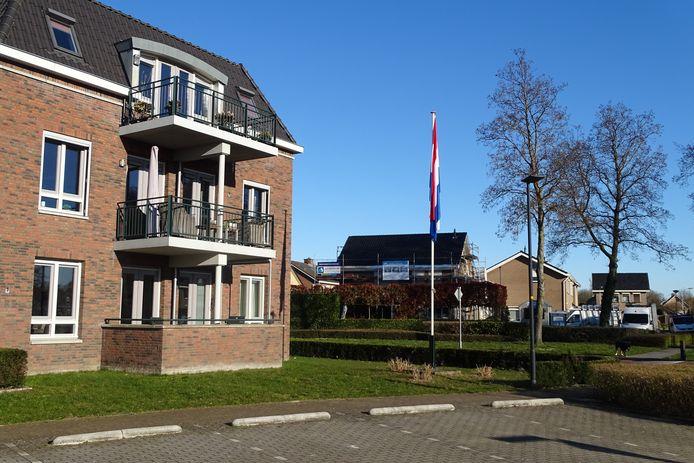 De vlag hangt uit in Didam.