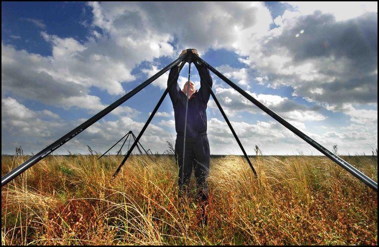 Lofar radiotelescopen in een weiland in Drenthe. Beeld Volkskrant